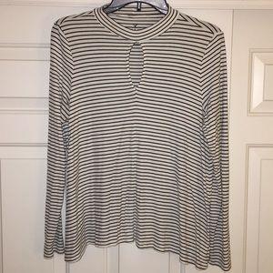 American Eagle Black & White Sweater - L/G